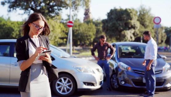 Ilustrasi memilih asuransi mobil